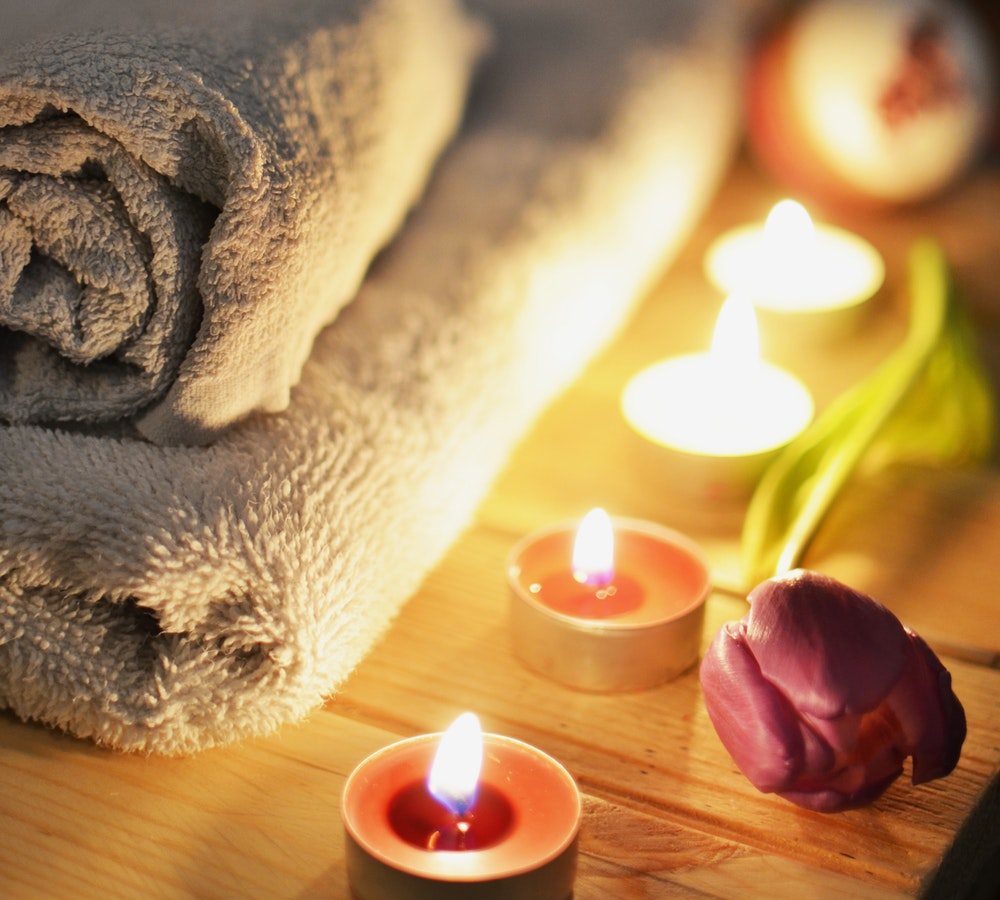 love bath massage candlelit